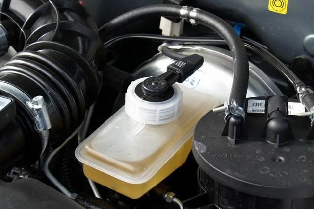 Поэтапная технология прокачки тормозов с АБС для 2 типов системы