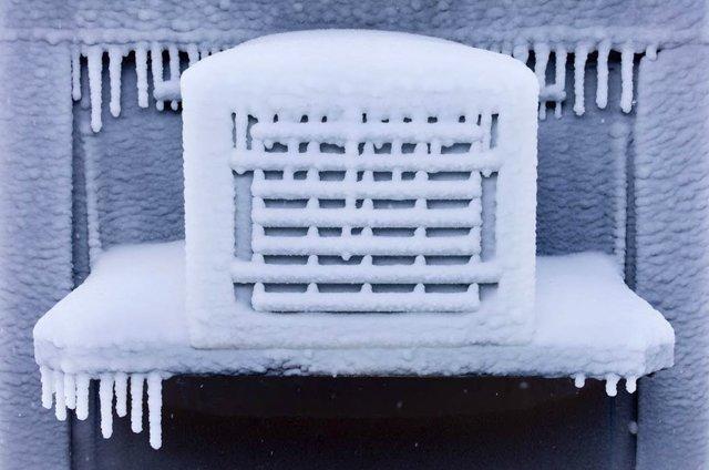 Можно ли включать кондиционер зимой? 2 важных условия работы устройства