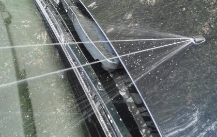 Как снять бачок омывателя автомобиля в 4 действия? Инструкция и советы