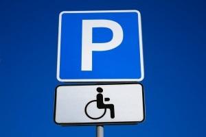 Дорожный знак «Парковка для инвалидов» в ПДД 2018 и как его читать?