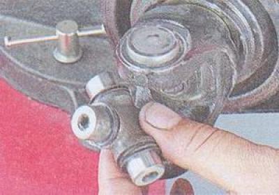 Особенности замены крестовины карданного вала ВАЗ-2107: 3 важных совета по выбору детали