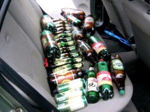 Можно ли пить алкоголь в машине на стоянке? 4 совета, как вести себя в разговоре с гаишником