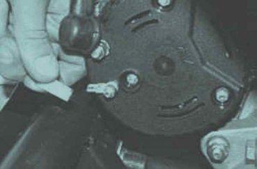 Как снять генератор на LADA Priora? 3 возможных способа