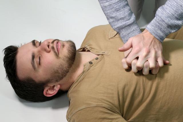 Техника и порядок проведения сердечно-легочной реанимации при ДТП