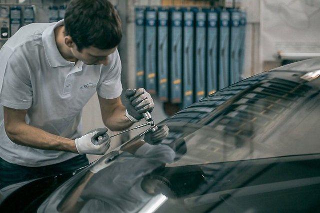 Как выбрать клей для ремонта трещин и сколов на лобовом стекле? 3 лучших средства