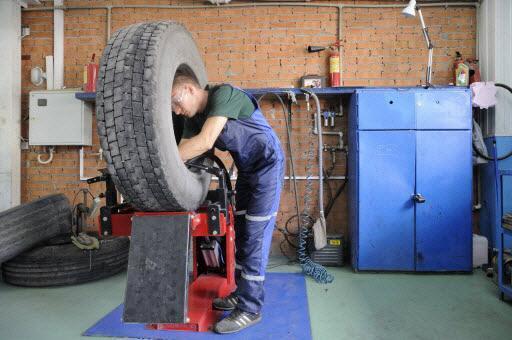 Как произвести ремонт резины при боковых порезах шин? 2 варианта устранения дефекта