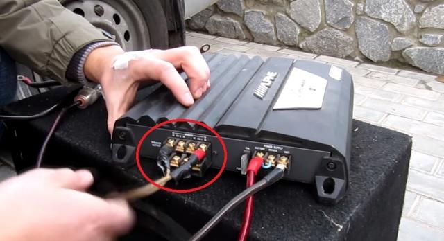 Выбор автомобильного усилителя для сабвуфера: 4 характеристики, на которые нужно обратить внимание