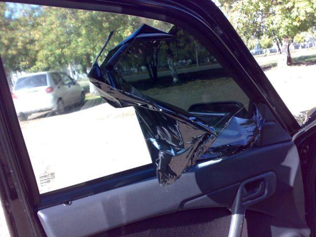 Как правильно снять тонировку со стёкол и фар автомобиля? 4 эффективных способа